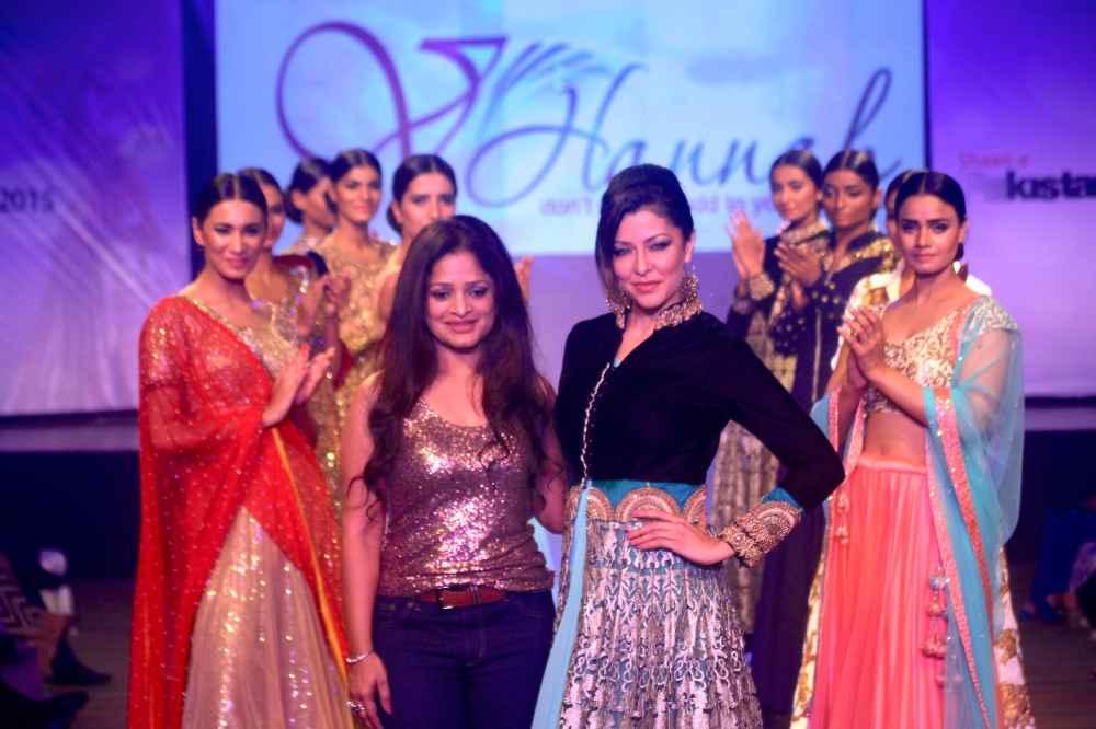 Actress Aditi Gowitrikar with Designer Rajneeral Babuta and the models